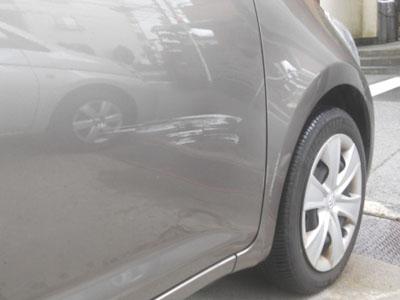 車につけられた傷