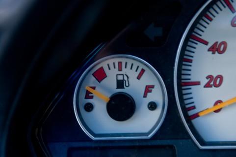 車のガソリンメーター