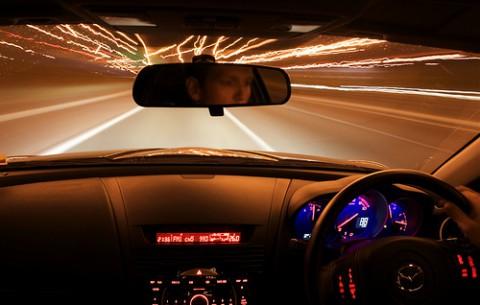 車持ってる奴って、夜中にドライブとか行ったりするの? 俺は免許も持ってないけどww