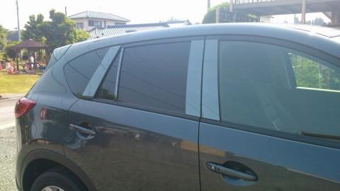 やらかした・・・。止まってた車の窓ガラスで髪整えてたら人が乗ってたwww