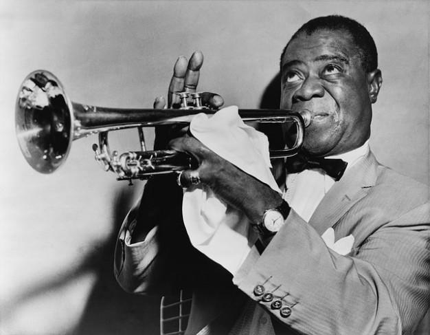 louis-trumpet-arm-trumpeter-musician-jazz-strong_121-63212