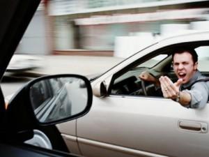 後続車に煽られるの好きな奴っている?