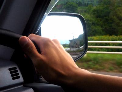 中卒・高卒は運転できないようにすれば交通マナー向上するんじゃね?
