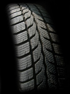 駐車する時、停車中にハンドル切るやつ!タイヤの身にもなってみろ!