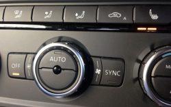 車のエンジンかけずにエアコンつけてたらバッテリーってあがるの?