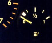 車でガス欠になった場合ってすぐに動かなくなるの? 前兆とかある?