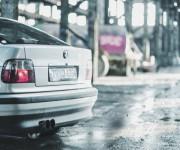 BMW運転の男性が免許取立ての若者に追突され死亡 BMWって結構もろいんだな!!